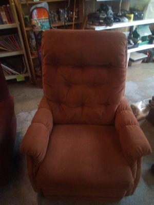 Lazy boy recliner rocker swivel for Sale in Scappoose, OR