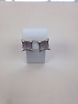 10k gold and diamond earrings (2.6g) for Sale in Chicago, IL