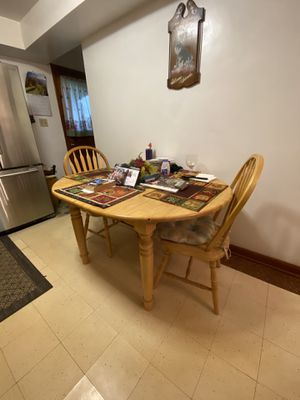 Kitchen Table, 4 chair's for Sale in Butler, PA