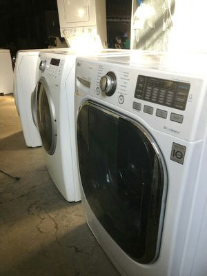 LG. Electric Washer/Samsung GAS Dryer SET. for Sale in Providence, RI