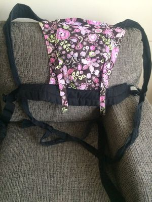 Half buckle baby carrier for Sale in New Market, MD