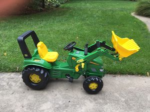 John Deere Pedal Tractor w/Working front loader for Sale in Swansea, IL
