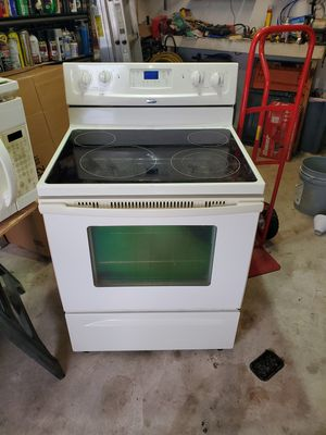 Complete kitchen appliance set. Refrigerator, stove, microwave and dishwasher. for Sale in Pompano Beach, FL