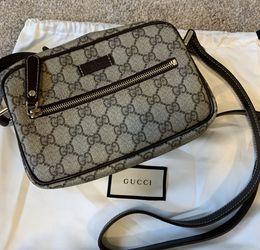 Gucci CrossBody Purse for Sale in Rio Linda,  CA