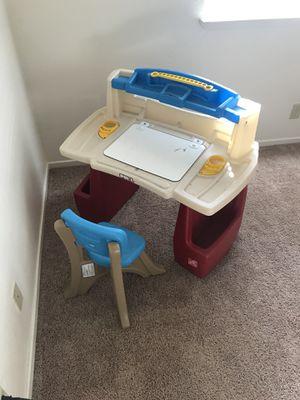 Kids desk for Sale in Bakersfield, CA