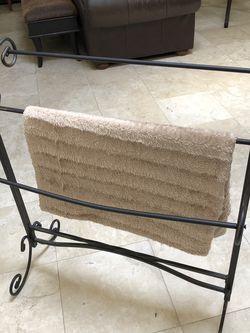 Blanket/towel rack for Sale in Santa Clarita,  CA