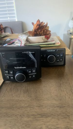 Boat radio with extra unit for the back for Sale in Las Vegas, NV