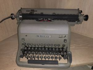 Antique ROYAL TYPEWRITER for Sale in San Francisco, CA