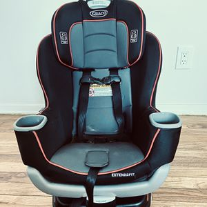 GRACO Car seat Extend2Fit black, grey and red for Sale in Edison, NJ