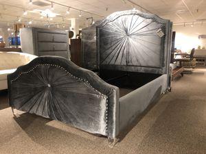 Full size grey velvet platform bed for Sale in North Bethesda, MD