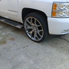 """26"""" Snowflaks 305/30zR26 109xl for Sale in West Columbia, SC"""
