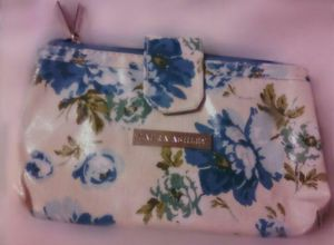 Blue Flower wallet for Sale in Vancouver, WA