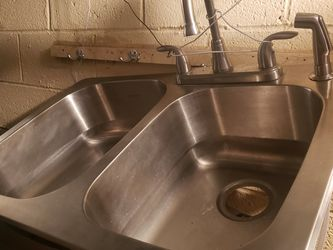 General/Kitchen Sink And Fouset for Sale in Troy,  MI