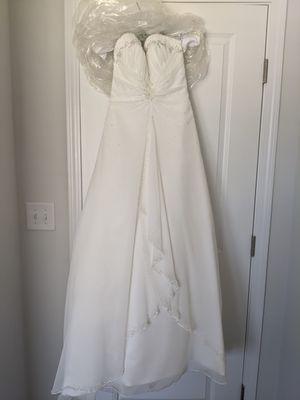 Size 8 wedding dress for Sale in Clayton, NC