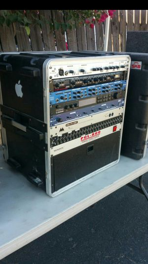 DJ EQUIPMENT CONDITIONER CROSEOVER A NICE BOX WITH COVER & MOORE for Sale in Moreno Valley, CA