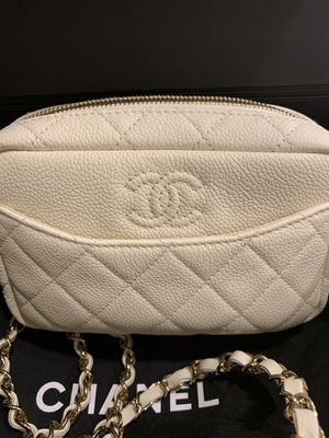 Authentic CHANEL off white camera bag crossbody strap for Sale in Irvine, CA