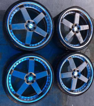 """AVUS 22"""" INCH AFTERMARKET WHEELS RIMS WITH TIRES for Sale in Fort Lauderdale, FL"""