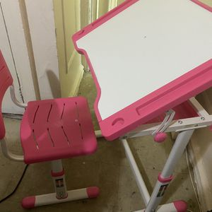 Pink Kids desk and Chair for Sale in The Bronx, NY