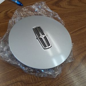 Lincoln Town Car Continental OEM Wheel Center Cap YW13- F5OC - 1A096-AA for Sale in Tracy, CA