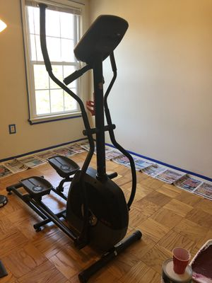 A40 Schwinn Elliptical Machine & Mat for Sale in Falls Church, VA