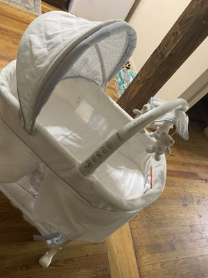 Basinet for Sale in Woonsocket, RI