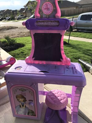 Sofia the first Vanity. Pre-owned for Sale in Converse, TX