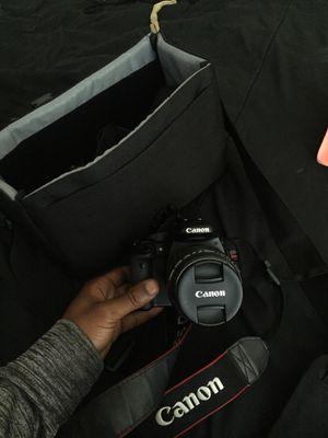 Canon rebel T2i w/ flash attachment for Sale in Baltimore, MD