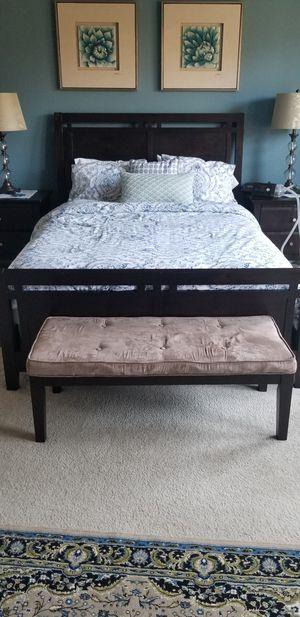 6 piece queen bedroom set for Sale in Westfield, IN
