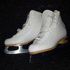 Youth Ice Skates size 4 for Sale in Phoenix, AZ