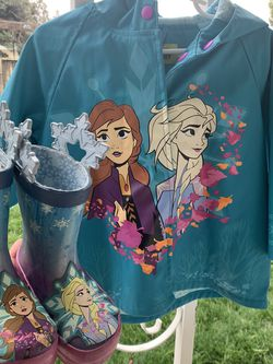 Disney Frozen 2 Raincoat & Rain Boots for Sale in Newark,  CA