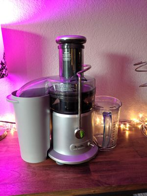 Juice Fountain Plus by Breville, JE98XL + 5 glass bottles! for Sale in Woodinville, WA