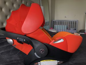 Cybex cloud Q platinum car seat with adapters and base for Sale in Hallandale Beach, FL