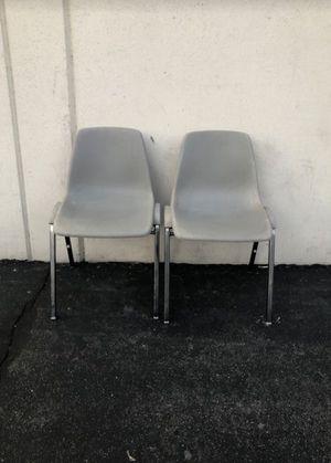 Plastic Chairs 🪑 for Sale in Pasadena, CA