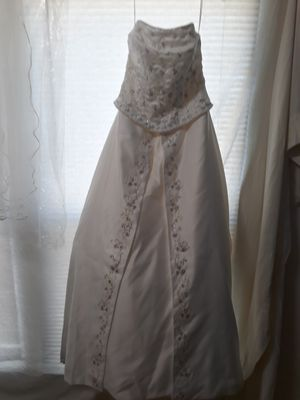 Size 10 wedding dress and veil paid $700 asking for $300 orb for Sale in San Angelo, TX