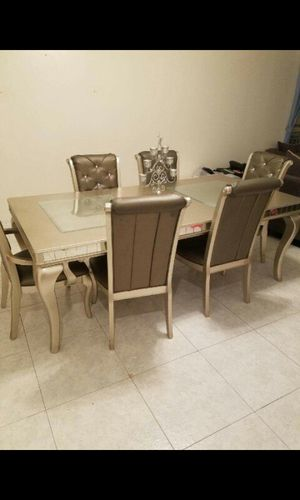 Dinning room table with chair for Sale in Brooklyn, NY