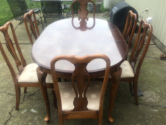 Dining Table And 6 Chairs for Sale in Happy Valley,  OR