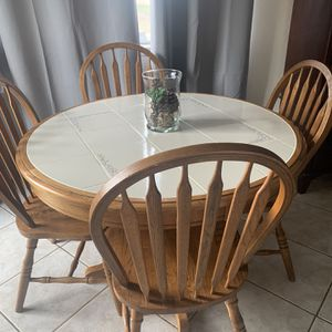 Dining Table With 4 Chairs for Sale in Sylmar, CA