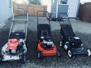 Craftsman's 21 inch 6.0 Briggs and Stratton// Murray 20 inch 4HP Briggs and Stratton // Honda 21 inch HRA 214// They all run. Craftsman 6.0 needs pul for Sale in Auburn, WA