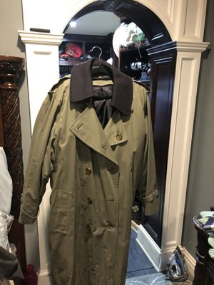 Burberry trench coat not sure about the size might be XL for Sale in Neptune City, NJ