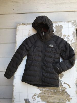 The North Face down Puffer with hoodie s 6/7 for Sale in Compton, CA