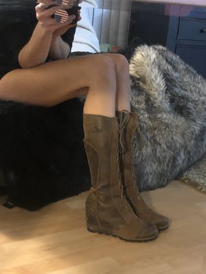 """Sorel """"Cate the Great"""" Wedge Hiking Boot - size 7.5 / 38.5 never worn for Sale in Santa Ana, CA"""