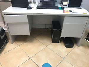 Free office desk, 4 drawers for Sale in Miami, FL