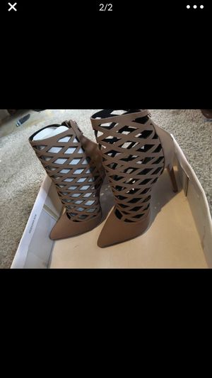 New in box tan heels 👠 size 6 can fit 6 1/2 for Sale in Lynwood, CA