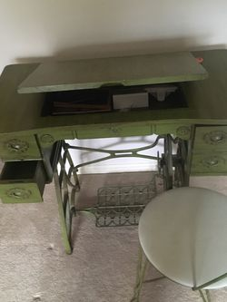 Antique Sewing Table for Sale in Northfield,  OH
