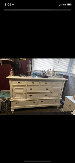 Huge white dresser with 4 big pull out drawers 4 small pull out up top. And 2 deep and tall two shelf storage for Sale in Livonia,  MI
