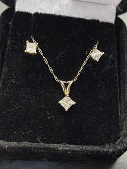 14 Kt Gold Princess Cut Diamond Earrings & Necklace for Sale in Waltham,  MA