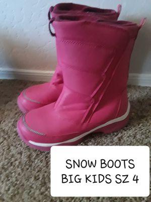 BIG KIDS SZ 4 SNOW BOOTS for Sale in Surprise, AZ
