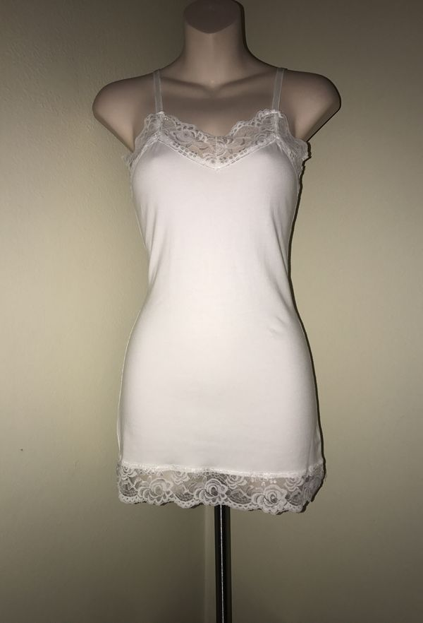 New Beautiful white lace top for sale !!!