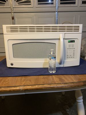 Large GE over stove microwave with fan, works great for Sale in Fresno, CA
