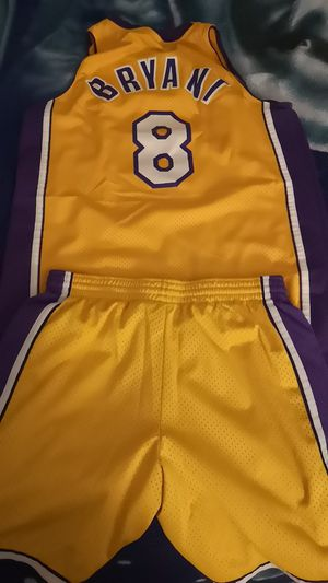 REBOOK VINTAGE COLLECTORS Kobe Jersey and Shorts Size L for Sale in San Diego, CA